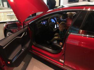 """Tesla 1 300x225 - Wie denkt ein Online Store im Retail Geschäft? oder """"Digitalkaufmann Reisebericht"""""""
